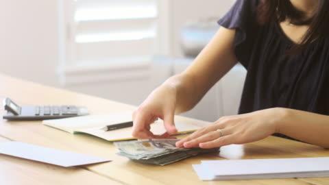 vidéos et rushes de compter l'argent - prêt