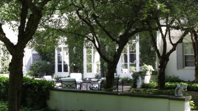 a country estate has lawn furniture on a rear patio. - ロングアイランド点の映像素材/bロール