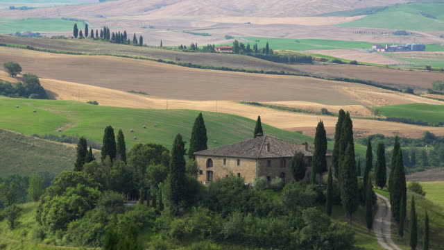 country house near san quirico d'orcia, orcia valley, province of siena, tuscany, italy - masseria video stock e b–roll