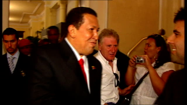 country in mourning after death of president hugo chavez tx venice chavez into room and during interview with film director oliver stonesot on sean... - ウゴ・チャベス点の映像素材/bロール