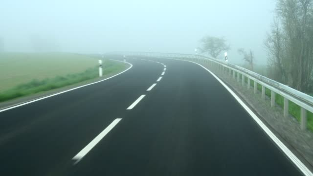 vídeos y material grabado en eventos de stock de pov country road with morning fog, bavaria, germany - señal de circulación