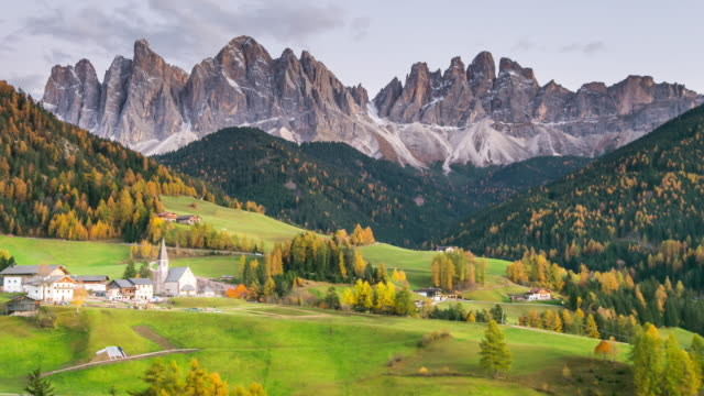 countryside view of the st. magdalena or santa maddalena in the national park puez odle, dolomites, south tyrol. - austria video stock e b–roll