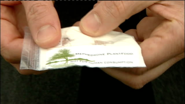 stockvideo's en b-roll-footage met county durham: cockfield: ext close shot of sealed plastic bag containing mephedrone plant food held - county durham engeland