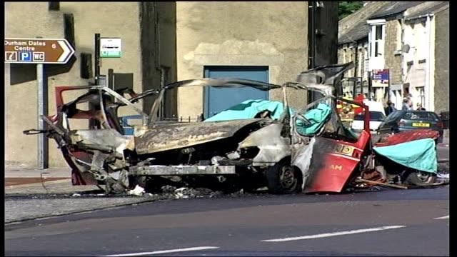 vídeos de stock e filmes b-roll de driver dies after van explodes england county durham wolsingham ext wreckage of burnt out van following explosion in which driver was killed fire... - condado de durham inglaterra