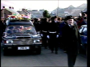 county tyrone: coalisland: ext lms coffin carried along, piper in lead gerry adams, provisional sinn fein mp for belfast west, carrying coffin on one... - handgun stock videos & royalty-free footage