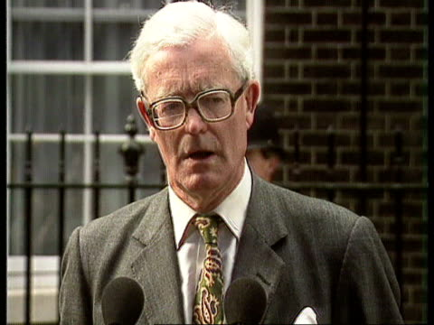 coup backgrounders / new leaders:; england: london: downing st: no 10: foreign sec douglas hurd mp along road to mikes cms douglas hurd mp statement... - douglas hurd stock-videos und b-roll-filmmaterial