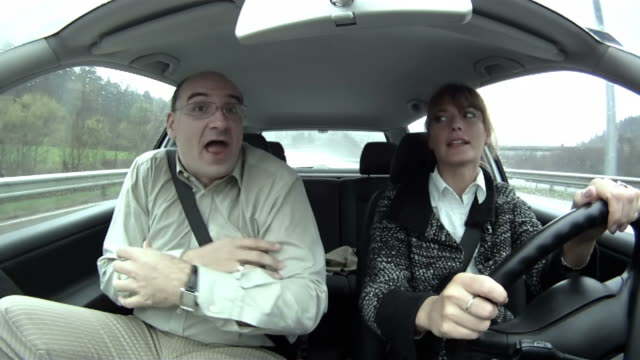 stockvideo's en b-roll-footage met hd: couple arguing in the car - ruziemaken