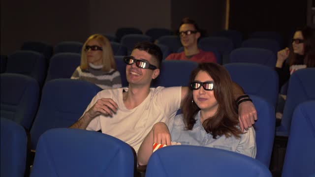 映画のカップル - ペア点の映像素材/bロール