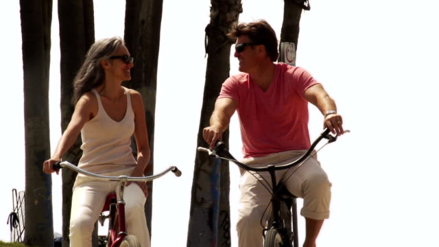 couple bicycle la venice - venice beach stock videos & royalty-free footage