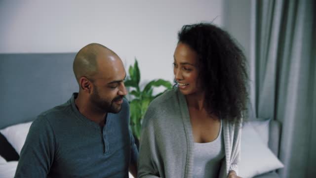 couple celebrating pregnancy - kit di analisi video stock e b–roll