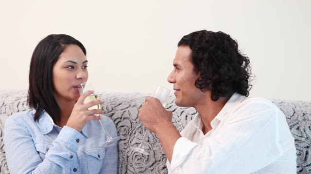 couple clinking glasses of sparkling wine - 中年カップル点の映像素材/bロール