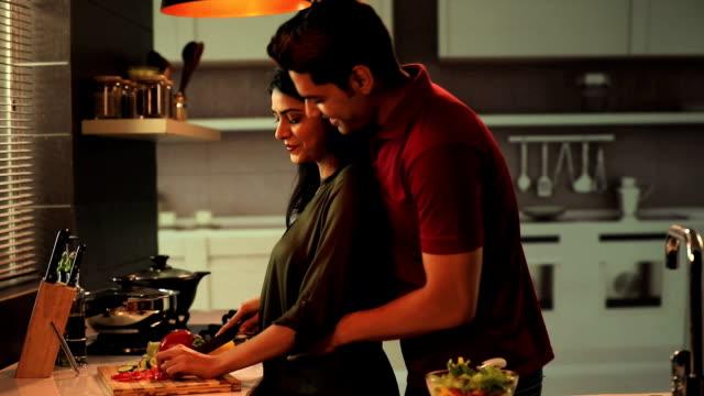 vídeos de stock, filmes e b-roll de couple cooking in the kitchen, delhi, india - casal jovem