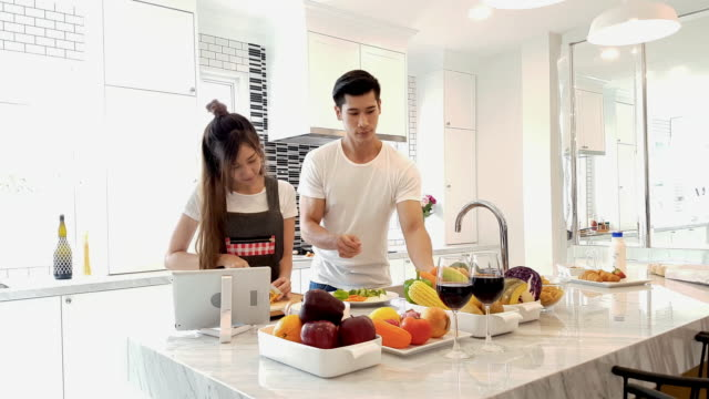 couple cooking - cucina domestica video stock e b–roll