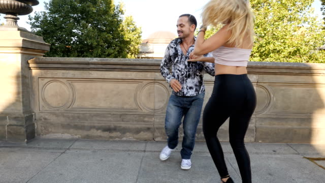 カップルダンスキューバサルサ - サルサダンス点の映像素材/bロール