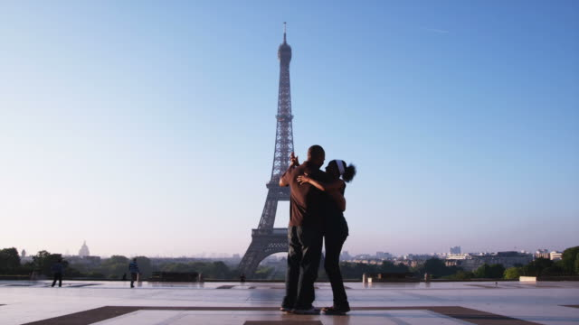 couple dancing in front of the eiffel tower - eiffel tower stock videos & royalty-free footage