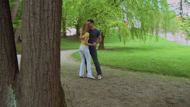 vidéos et rushes de ms, cs, couple dancing in park tivoli, ljubljana, notranjska region, slovenia - ljubljana