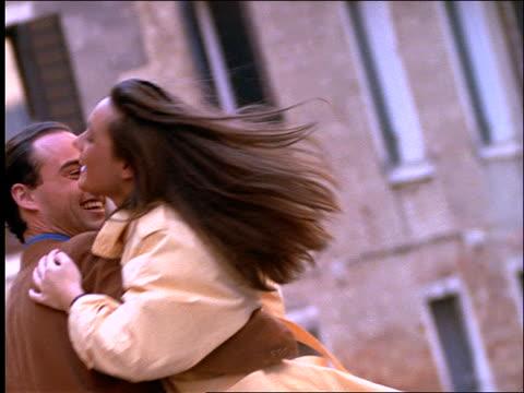 couple dancing outdoors in venice - paar mittleren alters stock-videos und b-roll-filmmaterial