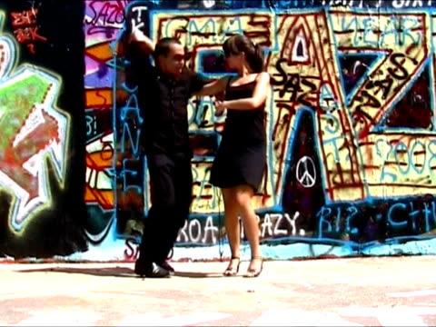 Paar Tanzen salsa und Flirten