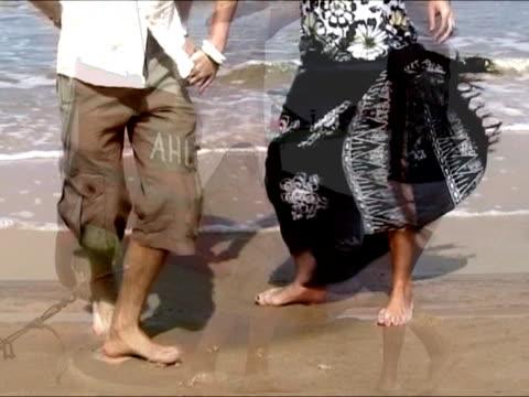 カップルダンスサルサのいくつかの場所には、ビーチ - サルサダンス点の映像素材/bロール