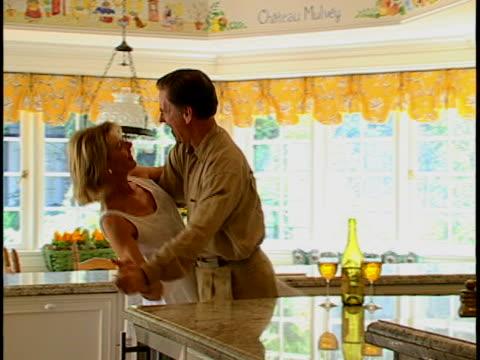 vídeos y material grabado en eventos de stock de couple dancing - three quarter length