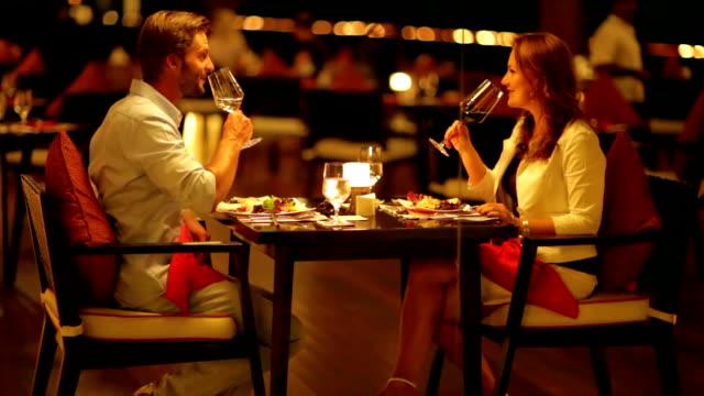 couple dining in close atmosphere - お食事デート点の映像素材/bロール