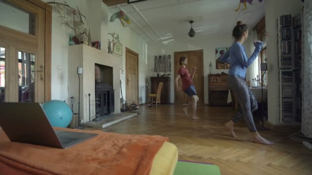 couple doing aerobics at home together - leggings stock videos & royalty-free footage