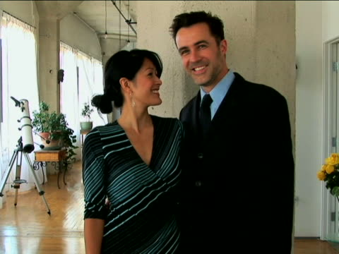 couple dressed up - kompletter anzug stock-videos und b-roll-filmmaterial