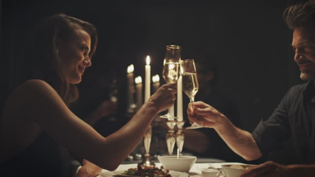 couple drinking champagne - ristorante video stock e b–roll