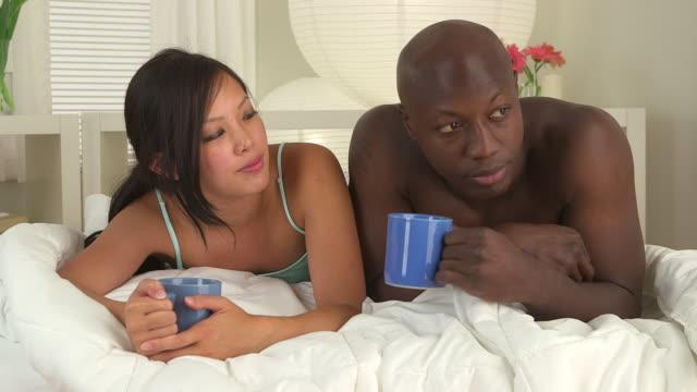 vídeos de stock, filmes e b-roll de couple drinking coffee - molécula de cafeína
