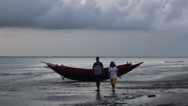 couple during their evening walk at the river mouth at sunderbans' island, india, on july 27, 2019. - hooghly river stock videos & royalty-free footage