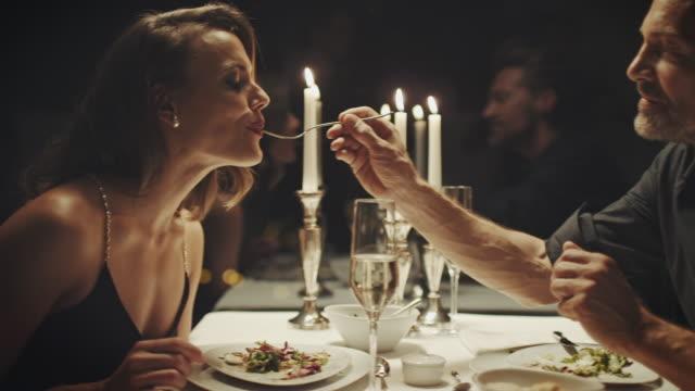 couple eating dinner - pranzare video stock e b–roll