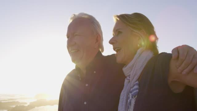 vídeos de stock e filmes b-roll de couple embracing - 60 69 anos