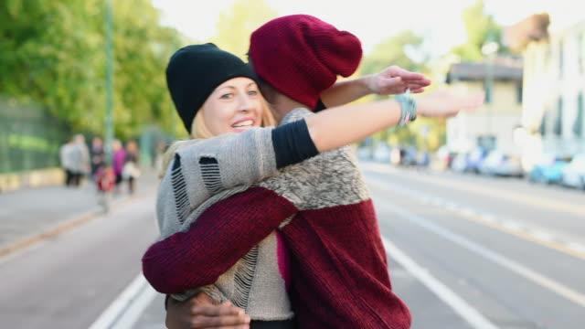 vídeos de stock, filmes e b-roll de couple embracing - woolly hat