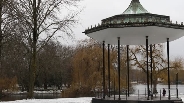 couple enjoy the snow by the bandstand in regents park on february 9, 2021 in london, england. heavy snow brings a week of freezing temperatures... - standing water stock videos & royalty-free footage