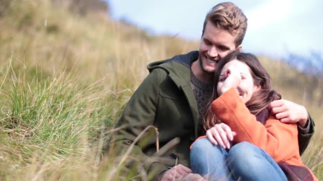 couple enjoying countryside view - オーバーコート点の映像素材/bロール