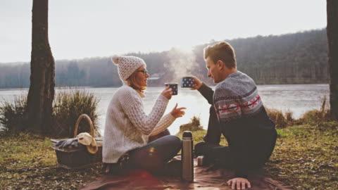 stockvideo's en b-roll-footage met ms couple genieten van hete koffie bij herfst lakeside, prekmurje, slovenia - autumn