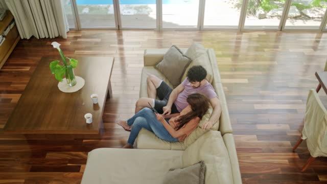 vídeos de stock e filmes b-roll de couple enjoying weekend morning coffee and digital tablet - perto