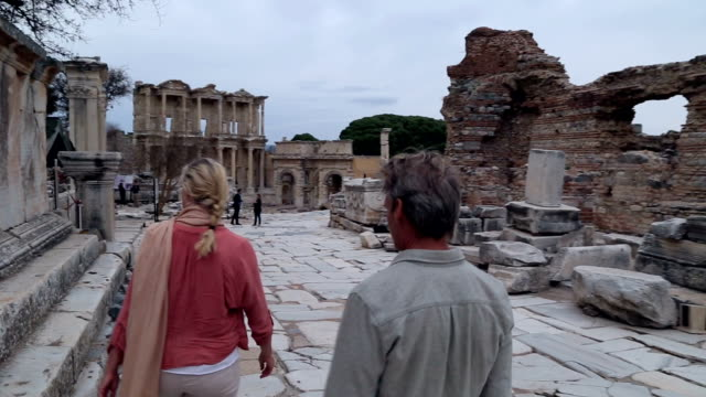 couple explore ruins of ancient greek civilization - architectural feature stock videos & royalty-free footage