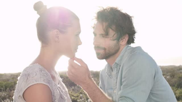 vídeos y material grabado en eventos de stock de couple flirting - barba de tres días