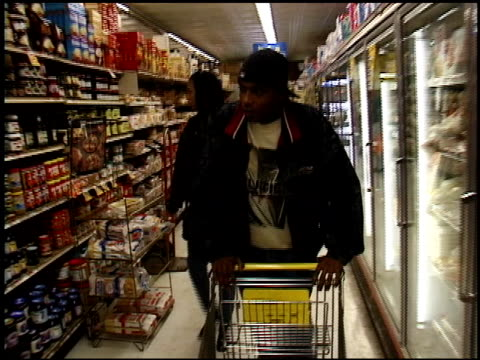 vídeos de stock, filmes e b-roll de couple food shopping in nyc - 1996