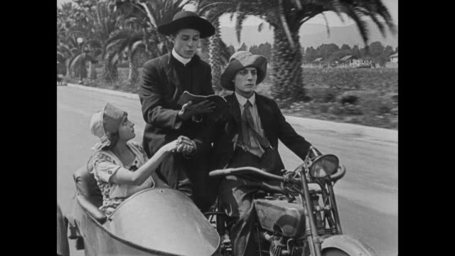 1920 couple (buster keaton and sybil seely) get married after hijacking police motorcycle - entführung ereignis mit verkehrsmittel stock-videos und b-roll-filmmaterial