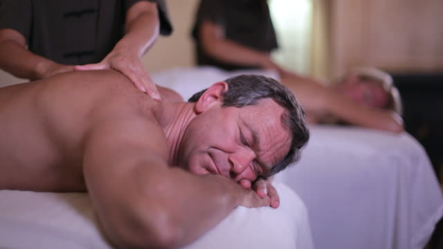 vidéos et rushes de  ha couple getting massages / stowe, vermont, united states - massage