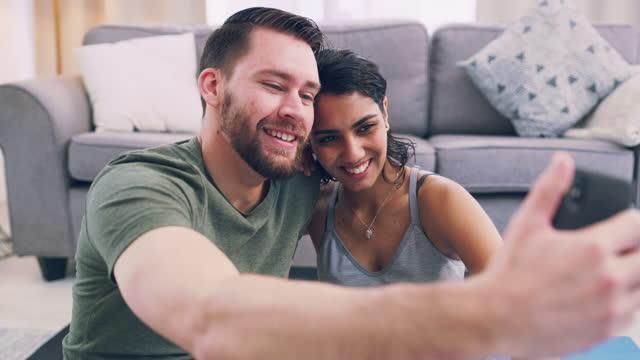 vidéos et rushes de deux buts ! - jeune couple
