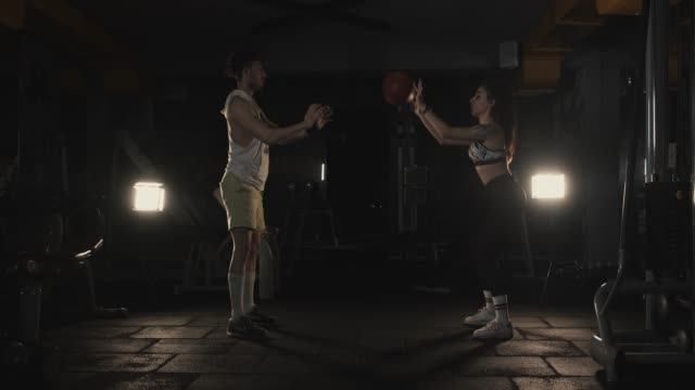 couple gym training - cardiovascular exercise stock videos & royalty-free footage