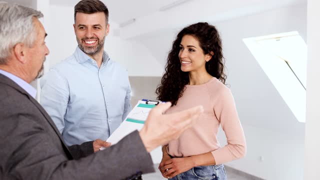 couple having a meeting with a real estate agent at the new apartment they want to buy - mid adult couple stock videos & royalty-free footage