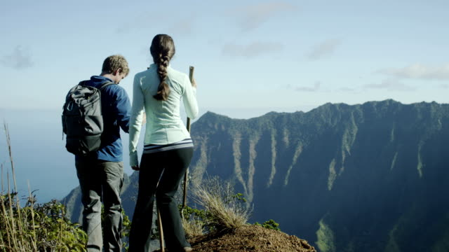 couple hiking in hawaii's na pali coast - hawaii islands stock videos & royalty-free footage