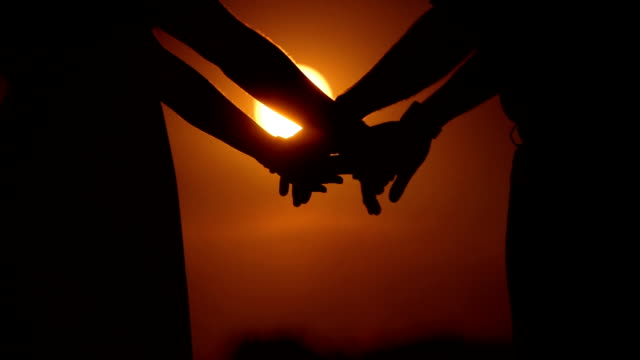 close up couple holding hands at sunset - less than 10 seconds stock videos & royalty-free footage