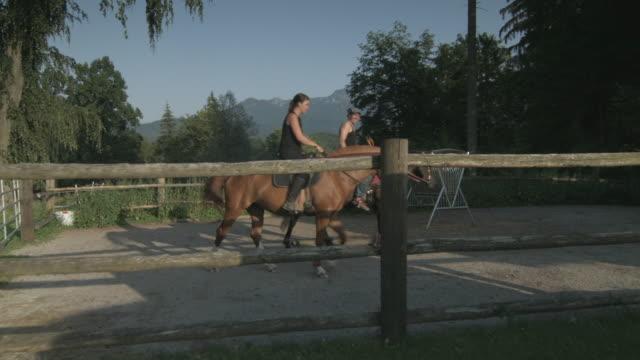 vídeos y material grabado en eventos de stock de couple horseback riding on ranch - animales de trabajo