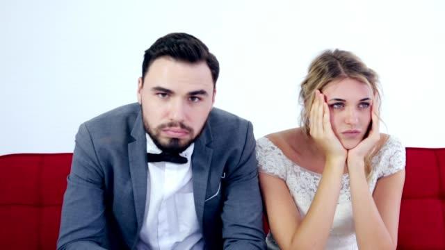 vidéos et rushes de couple de mauvaise humeur, problème de relation - le marié