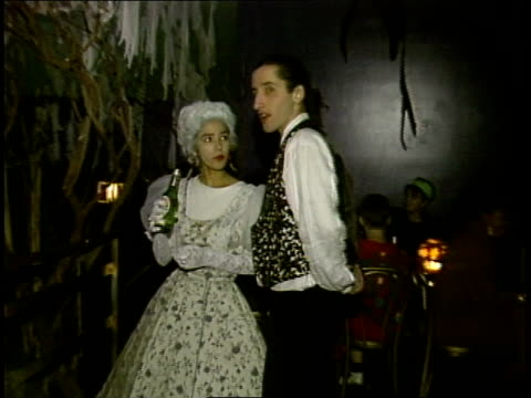 couple in colonial costumes talking - historische kleidung traditionelle kleidung stock-videos und b-roll-filmmaterial